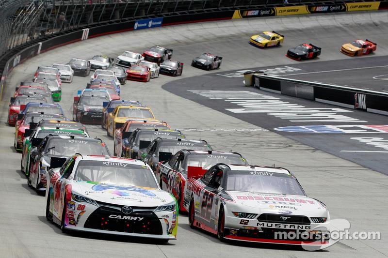 Start: Erik Jones, Joe Gibbs Racing, Toyota, in Führung