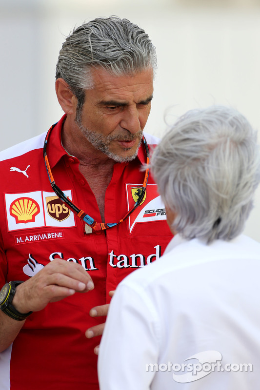 Maurizio Arrivabene, Scuderia Ferrari team principal, dan Bernie Ecclestone