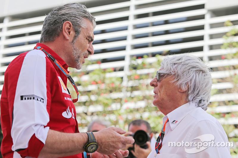 Maurizio Arrivabene, Ferrari-Teamchef, mit Bernie Ecclestone,