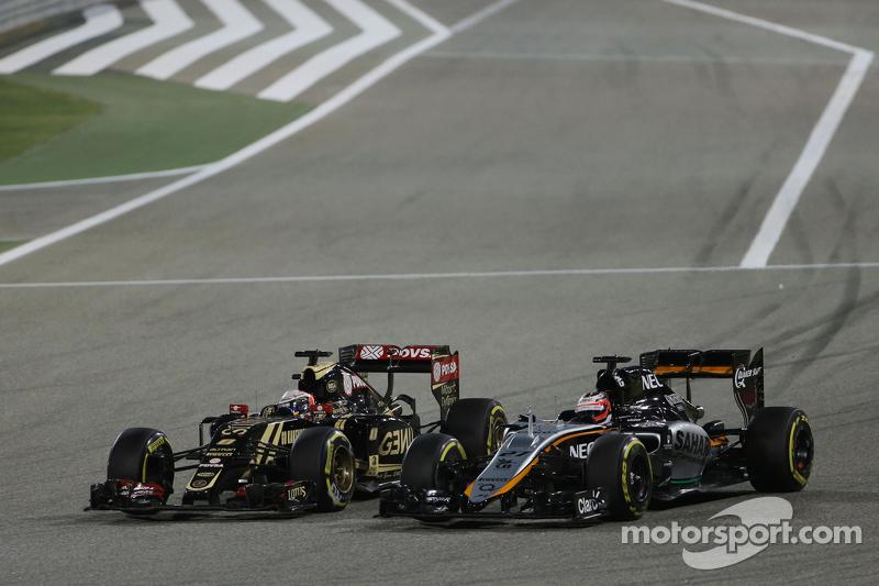 Romain Grosjean, Lotus F1 E23, und Nico Hülkenberg, Sahara Force India F1 VJM08, im Zweikampf