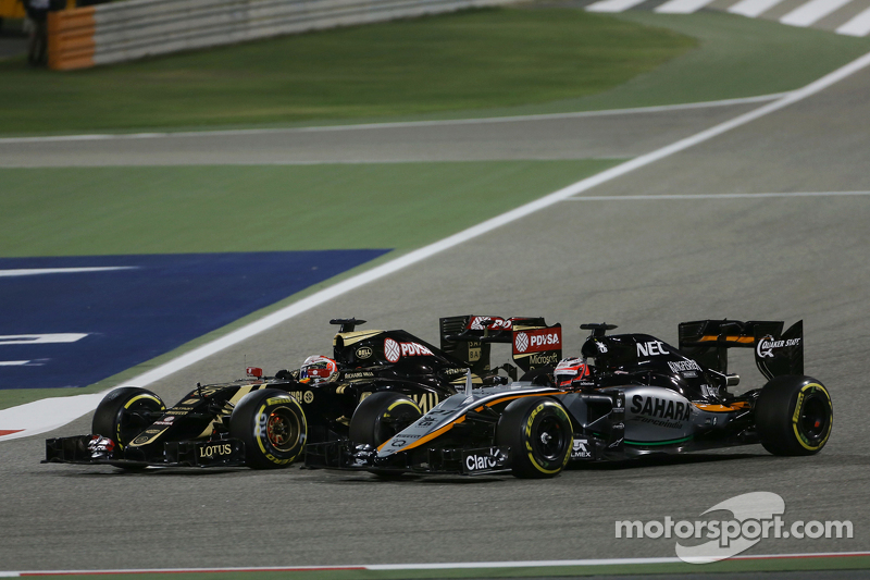 Romain Grosjean, Lotus F1 E23 and Nico Hulkenberg, Sahara Force India F1 VJM08 battle for position
