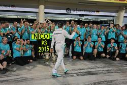 Нико Росберг, Mercedes AMG F1празднует с командой