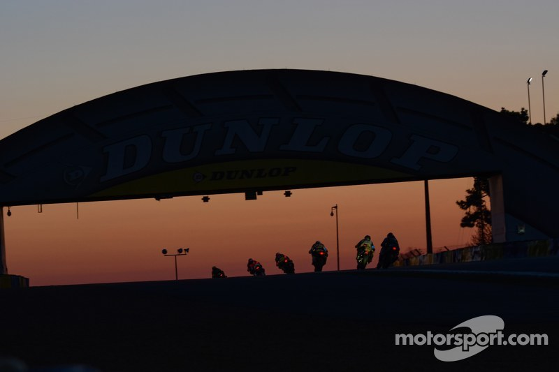 Matahari terbit di atas the Dunlop Bridge
