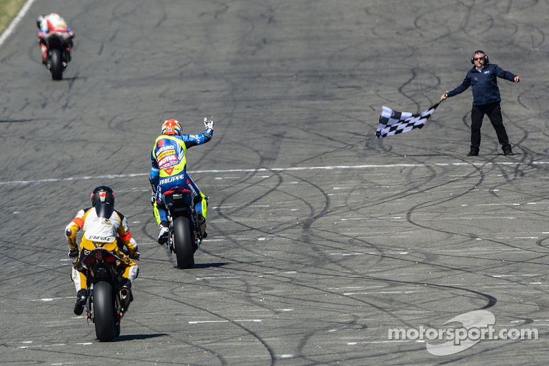 #30 Suzuki: Vincent Philippe, Anthony Delhalle, Etienne Masson siegt