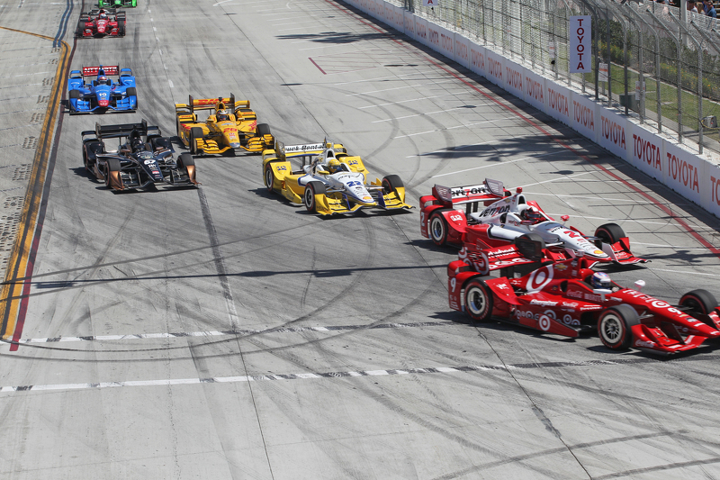 Scott Dixon, Chip Ganassi Racing Chevrolet dan Juan Pablo Montoya, Team Penske Chevrolet