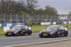 Derek Palmer dan Richard Hawken Infiniti Support our Paras Racing