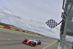 Oliver Rowland, Fortec Motorsports takes the chequered flag