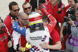 Oliver Rowland, Fortec Motorsports celebra la victoria con su equipo