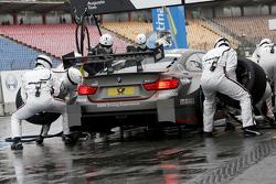 Arrêt aux stands pour Tom Blomqvist, BMW Team RBM BMW M4 DTM