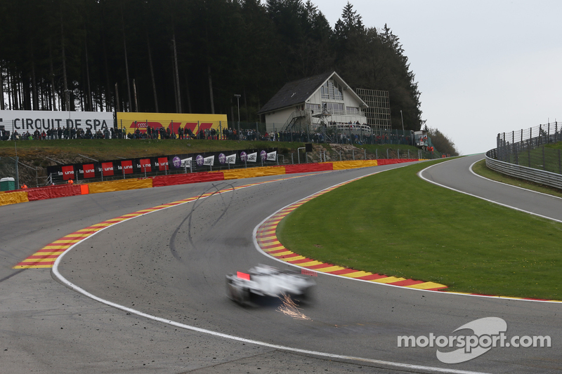 Funkenflug in der Eau Rouge