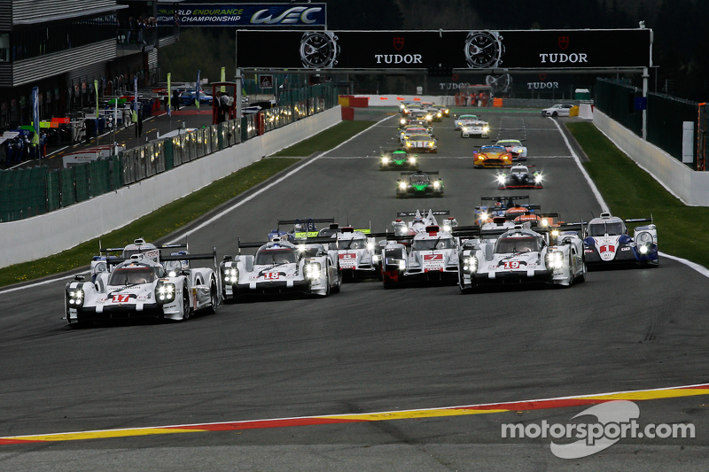 Start: #17 Porsche Team, Porsche 919 Hybrid: Timo Bernhard, Mark Webber, Brendon Hartley, in Führung