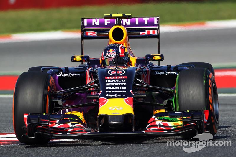 Daniil Kvyat, Red Bull Racing RB11, fährt mit Flow-Viz-Farbe an Frontflügel und Frontpartie