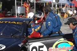 Driver Change: Peter MacLeod climbs into the #05 Sigalsport BMW Pontiac GTO.R: Gene Sigal, Peter MacLeod, Tommy Kendall