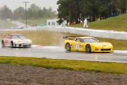 Corvette C6-R : Ron Fellows, Johnny O'Connell; Flying Lizard Motorsports Porsche 911 GT3 RSR : Johannes van Overbeek, Marc Lieb, Patrick