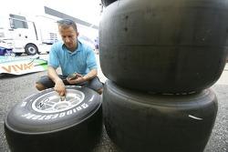 Darren of DPR checks tyres