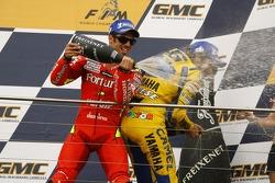 Podium : champagne pour Marco Melandri et Valentino Rossi