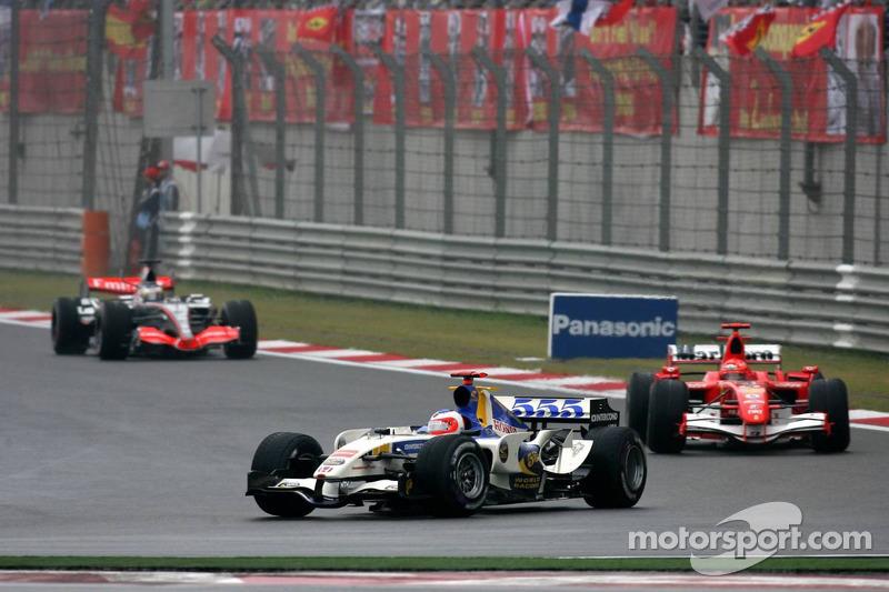 Rubens Barrichello lidera a Michael Schumacher