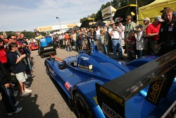 #88 Creation Autosportif Creation CA06/H-01 Judd makes its way to the grid in a dense crowd