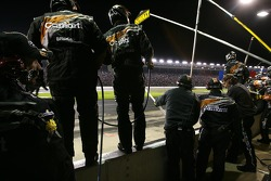 Carhartt/DeWalt Ford crew members ready for a pitstop