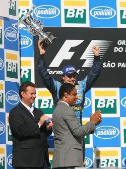 Podium: 2006 World Champion Fernando Alonso