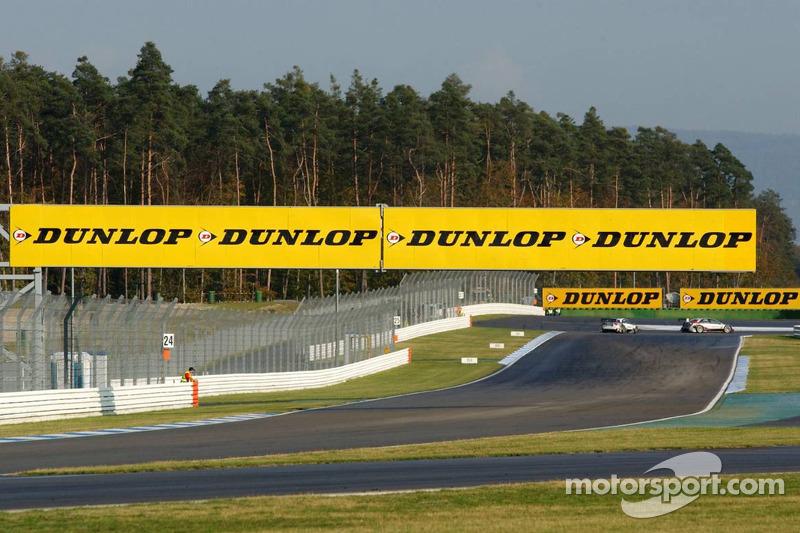 Grande publicité Dunlop sur le circuit d'Hockenheim