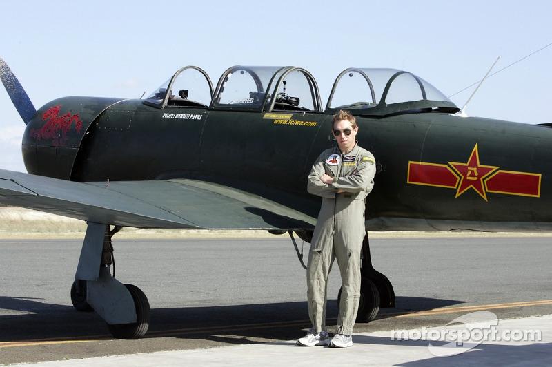 Chris Atkinson se prépare pour son entraînement de vol