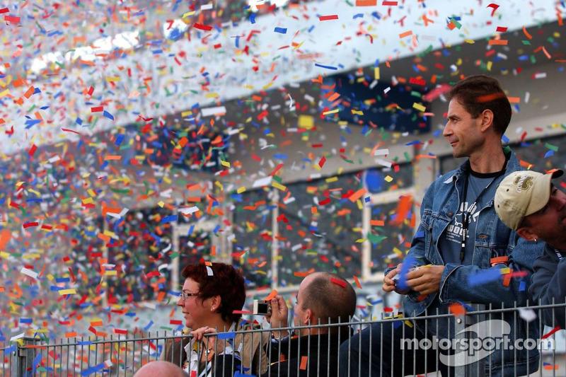 Effets pyrotechniques et confettis pour célébrer la fin de la course et de la saison 2006