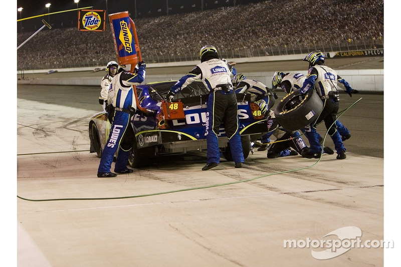 Jimmie Johnson en los pits