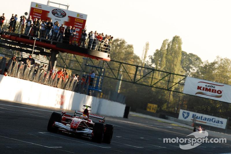Michael Schumacher son kez Ferrari 248 F1'i sürüyor