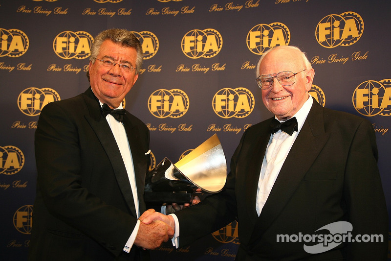 Professor Sid Watkins presents the FIA InstituteCentre of Excellence trophy to Philippe Gurdjian