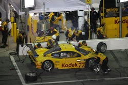 Pitstop for #77 Feeds The Need/ Doran Racing Ford Doran: Memo Gidley, Fabrizio Gollin, Michel Jourdain, Oriol Servia