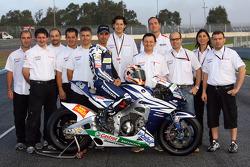 Team Gresini: Marco Melandri poses with Gresini team members