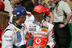 Heikki Kovalainen, Renault F1 Team and Lewis Hamilton, McLaren Mercedes