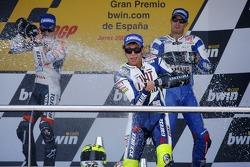 Podium: Sieger Valentino Rossi mit Dani Pedrosa und Colin Edwards