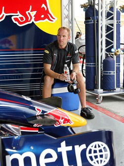 A Red Bull Racing mechanic relaxes between the two heats of practice