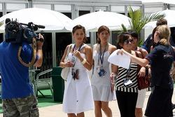Les femmes de F1: Claire-Louise Jedrek, Alexandra Hui, Esther Yeap et Cathrin Schoenebeck