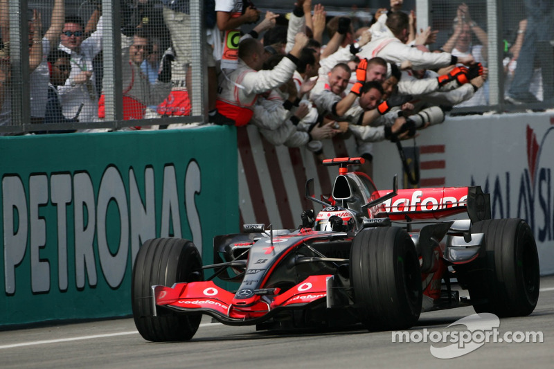 #1: Fernando Alonso, McLaren Mercedes MP4-22
