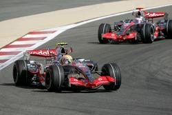Льюис Хэмилтон, McLaren Mercedes, MP4-22 и Фернандо Алонсо, McLaren Mercedes, MP4-22