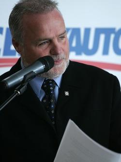 Maître de cérémonie: pilote de voiture de course Didier Schraenen