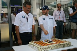 Nick Heidfeld, BMW Sauber F1 Team, celebrates his Birthday with the team