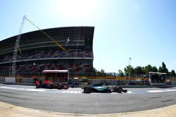 Льюис Хэмилтон, Mercedes AMG F1 W06 и Даниил Квят, Red Bull Racing RB11