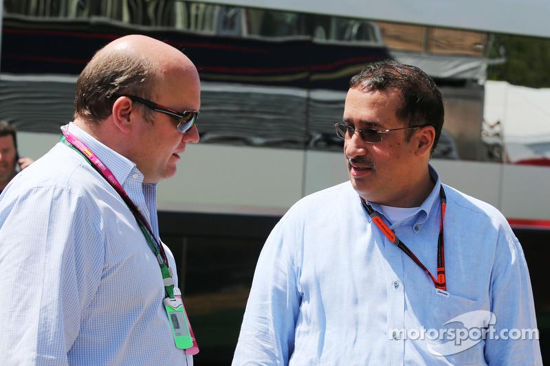 David Webb, Präsident von Just Marketing International, mit Scheich Mohammed bin Essa Al Khalifa, Geschäftsführer des Bahrain Economic Development Board und McLaren-Teilhaber