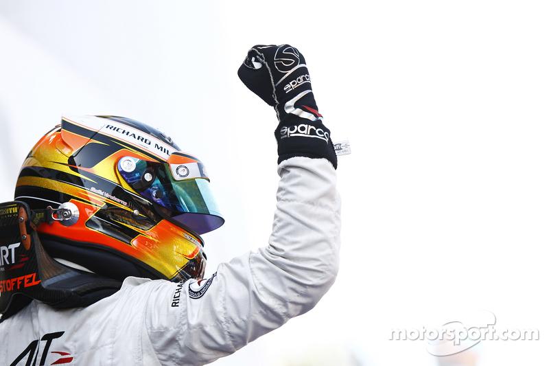 Stoffel Vandoorne, ART Grand Prix, feiert seinen Sieg auf dem Podium