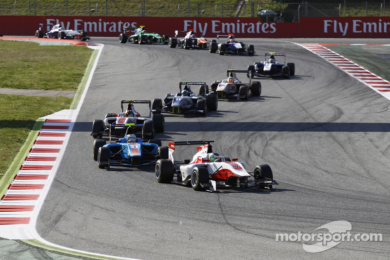 Alfonso Celis Jr., ART Grand Prix领先于Matheo Tuscher, Jenzer Motorsport