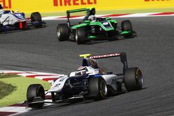 Jann Mardenborough, Carlin, vor Alex Fontana, Status Grand Prix, und Matthew Parry, Koiranen GP