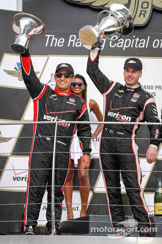 Podium : le troisième, Juan Pablo Montoya, Team Penske Chevrolet et le vainqueur Will Power, Team Penske Chevrolet