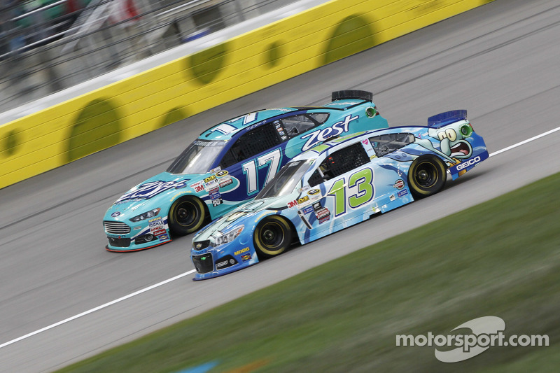 Ricky Stenhouse jr., Roush Fenway Racing, Ford, und Casey Mears, Germain Racing, Chevrolet
