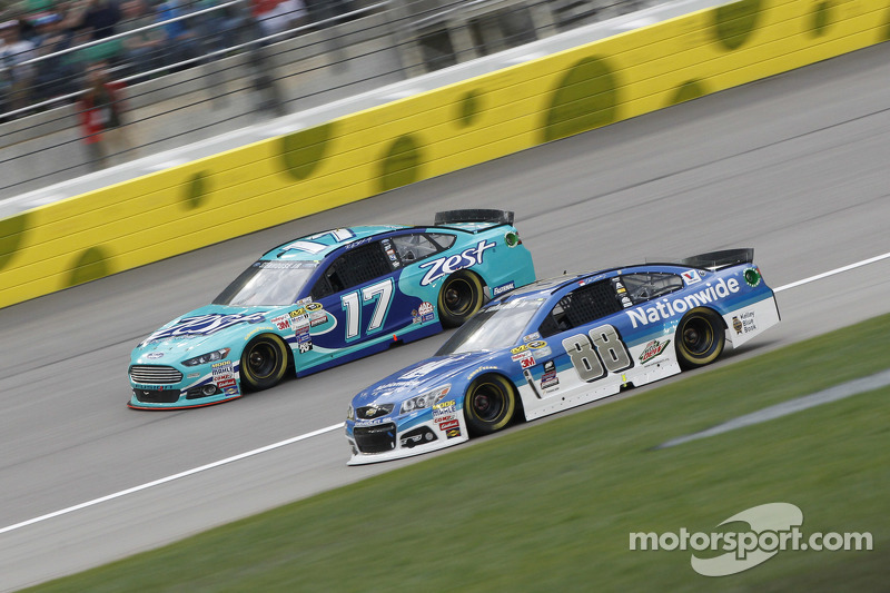 Ricky Stenhouse Jr., Roush Fenway Racing Ford and Dale Earnhardt Jr., Hendrick Motorsports Chevrolet