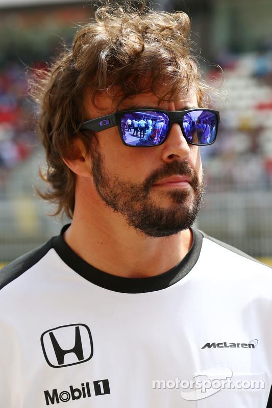 Fernando Alonso, McLaren, bei der Fahrerparade