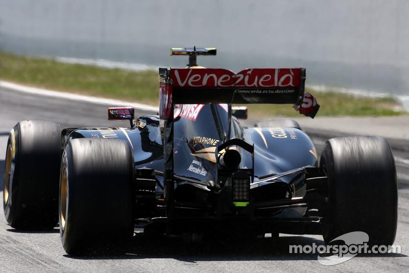 Pastor Maldonado, Lotus F1 Team, mit Problemen am Heckflügel